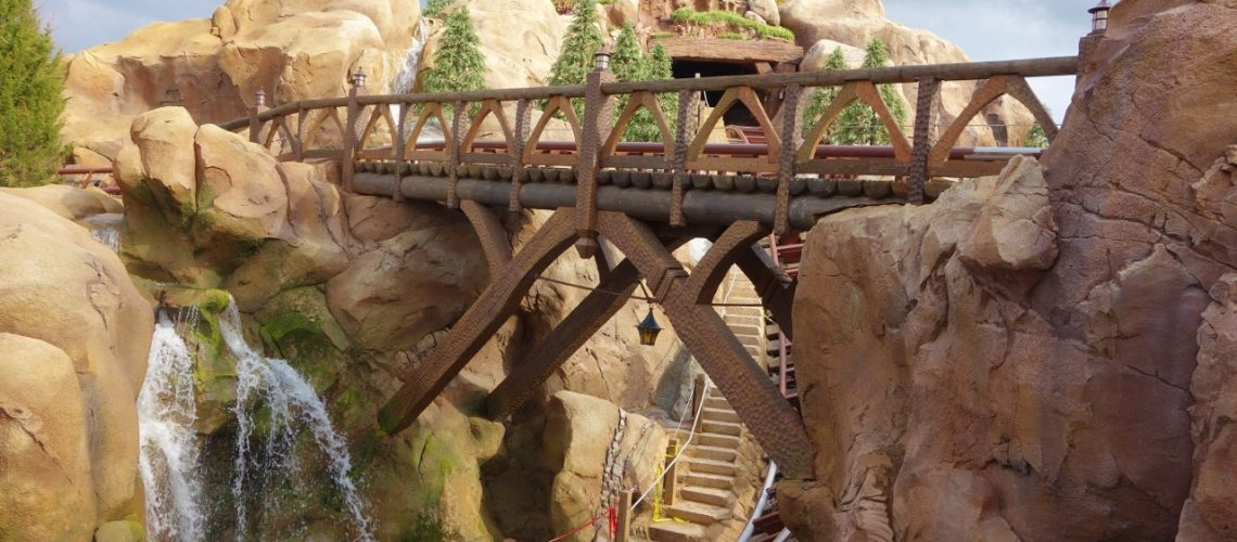 Seven-Dwarfs-Mine-Train-1-2-22-from-yourfirstvisit.net_.jpg